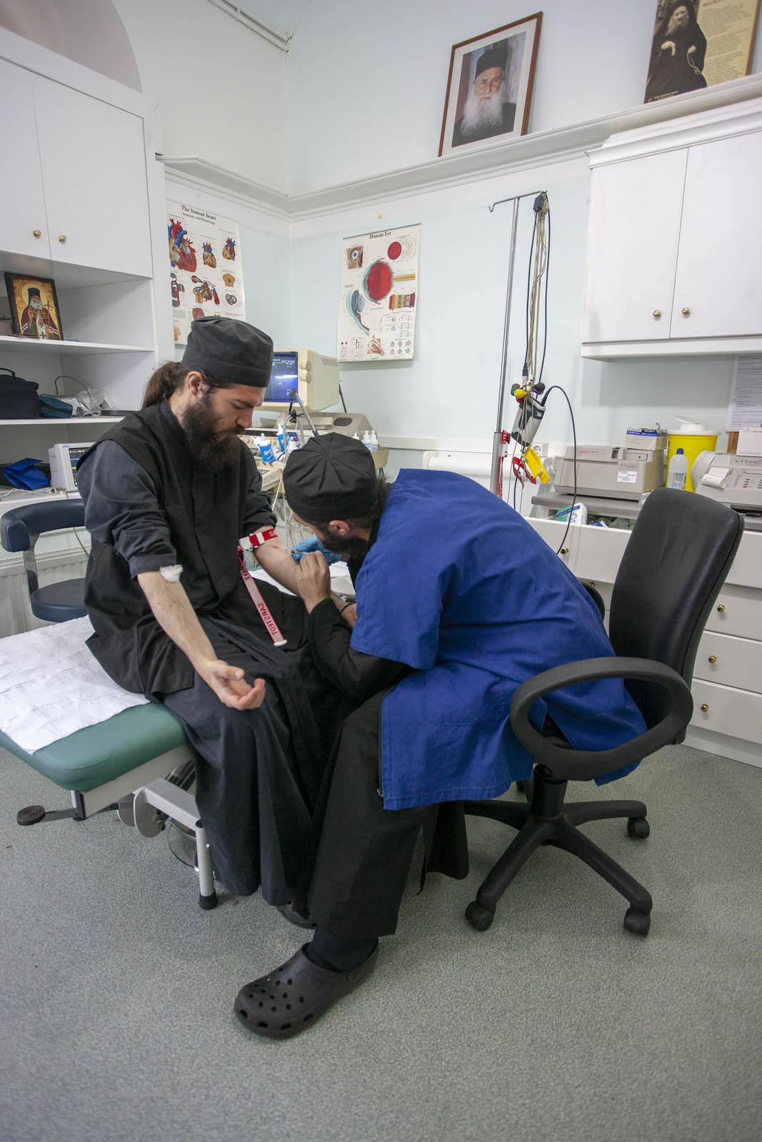 Dumnezeu: Medicul nu trebuie lăudat doar atunci când își trimite pacientul la tratament în grădini și pajiști