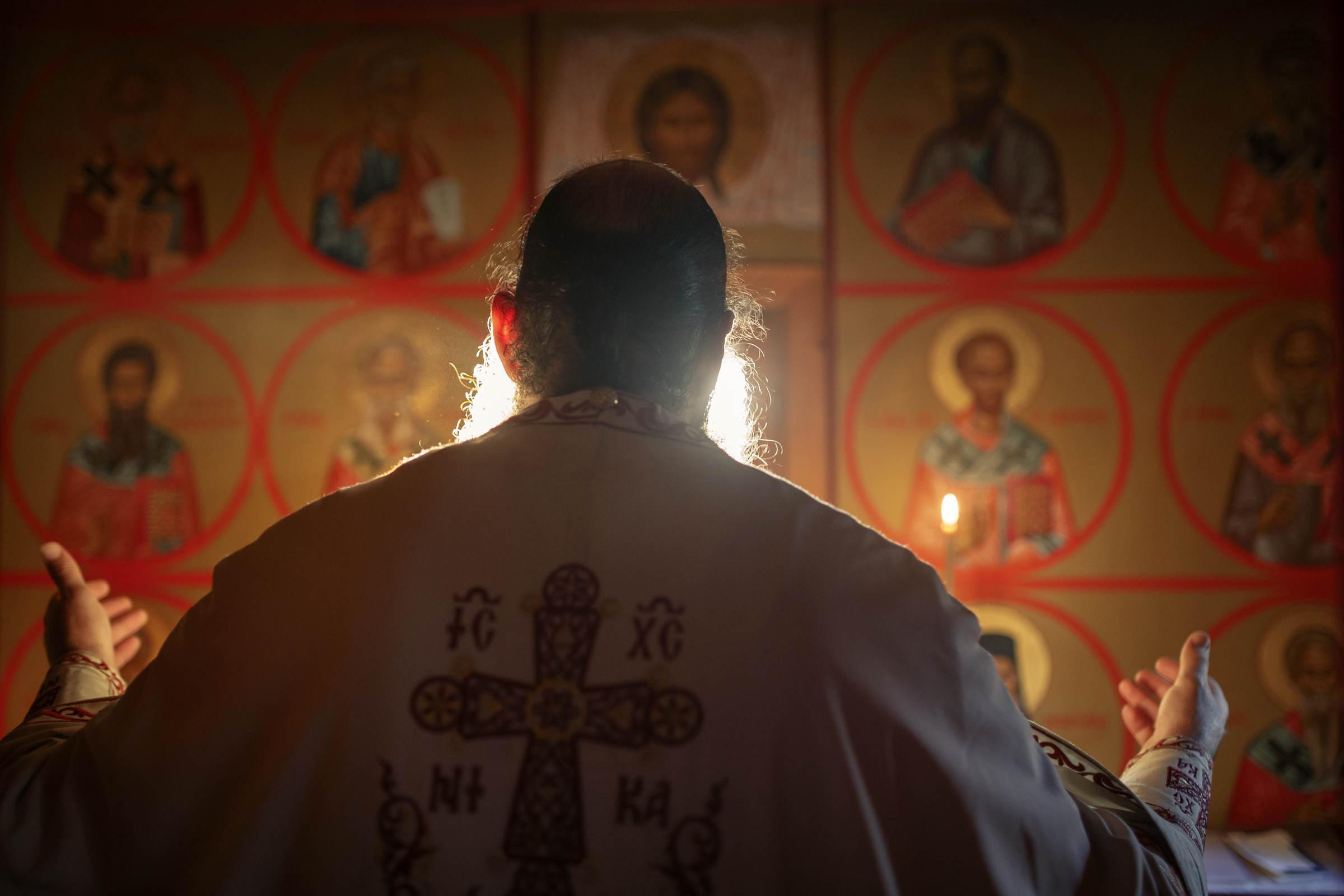 Sfântul Nectarie dă naștere la un copil