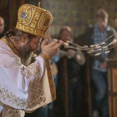 Cum să folosim singurătatea - fotoreportaj de la o liturghie slujită de PS Siluan al Ungariei