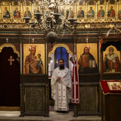 Ghidul Sfântului Nicolae cum să ne protejăm casele - Fotoreportaj din paraclisul său