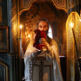 Iisus nu vrea moartea păcătosului ci să se întoarcă și să fie viu - fotoreportaj de la Paraclisul Sf. Doctori fără de Arginți