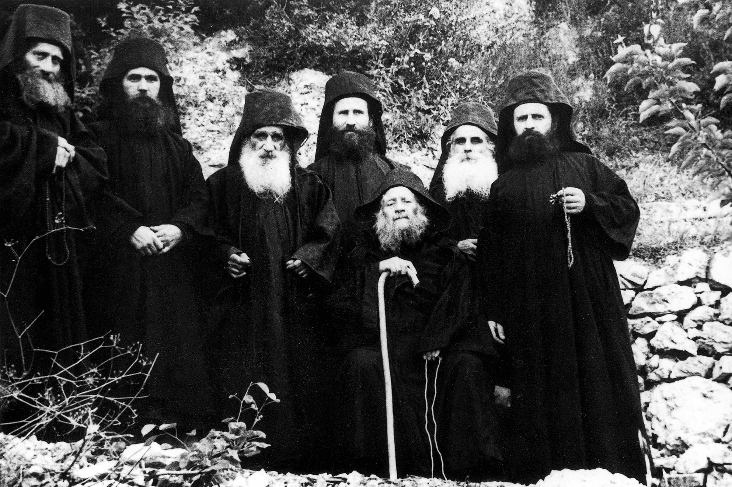 Sfântul Iosif Isihastul: După necazuri vine harul lui Dumnezeu - Fotoreportaj cu viața lui