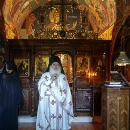 Slujbele nu se fac pentru sfinți - fotoreportaj de la Paraclisul Sfântului Iosif Isihastul
