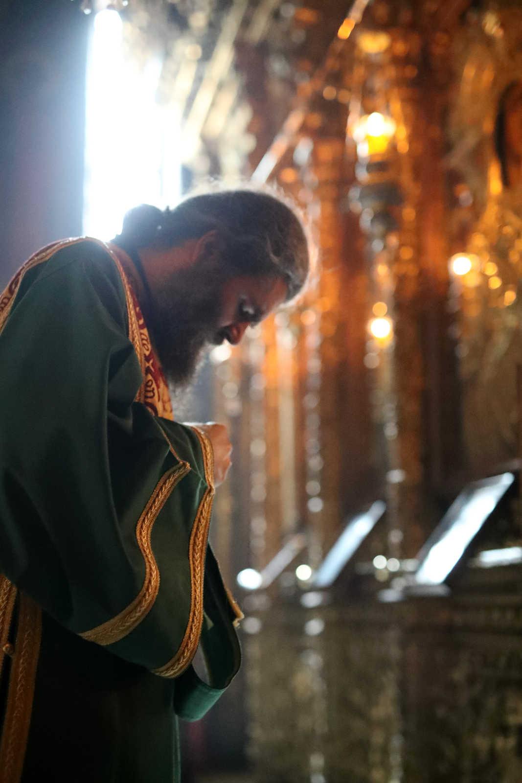 De ce ne rugăm la Dumnezeu când el însuși a spus că știe mai dinanite de ce avem nevoie? - Fotoreportaj de la privegherea împotriva pandemiei